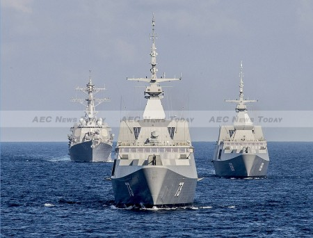 Singapore Navy's RSS Intrepid (L), RSS Supreme (C), and the guided missile destroyer USS Lassen (R) on exercise in the South China Sea