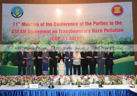 Environment Ministers from Asean member states on October 29, 2015 at the 11th Meeting of the Conference of the Parties to the ASEAN Agreement on Transboundary Haze Pollution in Hanoi, Vietnam.