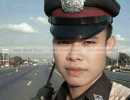 Saraburi Traffic Police Lance Corporal Seksan Phukhiao refused to allow a fleeing vehicle to escape.