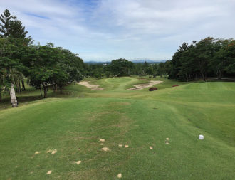 Spectacular scenery at the Royal Ratchaburi golf course. Here the dramatic drop to the green on the 11th hole with the mountains of Myanmar line the horizon.
