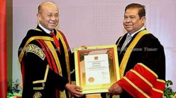 Cambodia Central Bank Governor lauded with prestigious award (video)