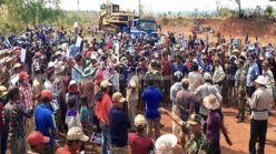 Death, injuries reported: Cambodia army fires on villagers (video)
