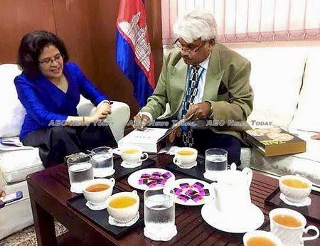 Sivakumar S Ganapathy autographs his book 'Taib - The Visionary' for Rath Many, Cambodian Ambassador to Malaysia
