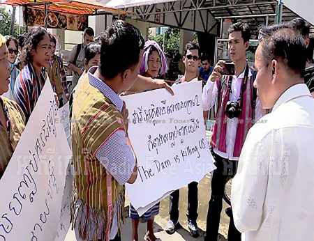 Sesan district villagers present a petition addressed to Cambodian Prime Minister Hun Sen, Aug. 29, 2017