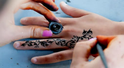 Bali tourists told to avoid black henna tattoos or risk permanent scarring (video)