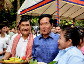 Khmer gather to eat ork ambok as disruption attempt foiled