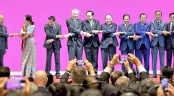Oh dear, Mahathir: Asean Summit bad-boy stands his ground (photo gallery)