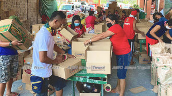 City's poorest helping to feed Valenzuela City amidst coronavirus pandemic (gallery)
