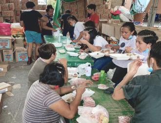 Bagong Kaunlaran HOAI helping feed the people during the COV-19 lockdown of Valenzuela City
